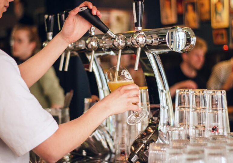 Hasta 19 municipios de la Región de Murcia abrirán los bares el miércoles